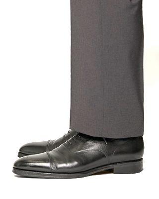 スラックスの裾 シングル