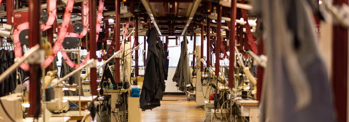 長崎県松浦市 国内唯一のスラックス専門工場