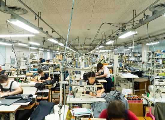 エミネントのスラックス専門工場